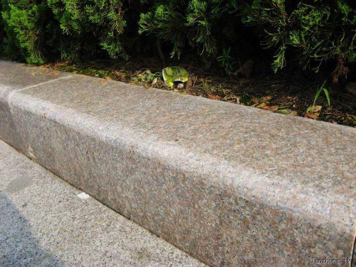 五莲红路缘石